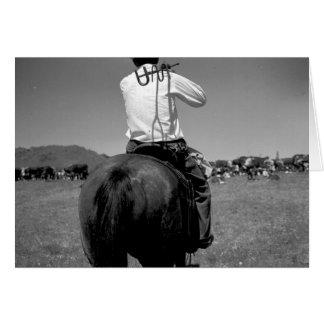 Hintere Ansicht eines Cowboys auf einem Pferd mit Karte