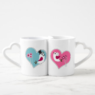 Hochzeits-Liebe-Vögel auf Herz-Liebhaber-Tassen Paartassen