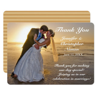 Hochzeits-Paare auf Sonnenuntergang-Strand danken Karte
