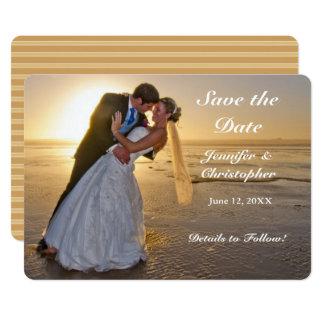 Hochzeits-Paare auf Sonnenuntergang-Strand-Save Karte