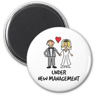 Hochzeits-Paare - unter neuem Management Runder Magnet 5,7 Cm