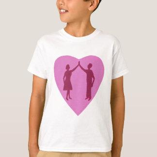 Hohe fünf, männliche und weibliche Silhouette in T-Shirt