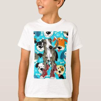 Hohe Spitzenturnschuhe und Welpen-Liebe T-Shirt