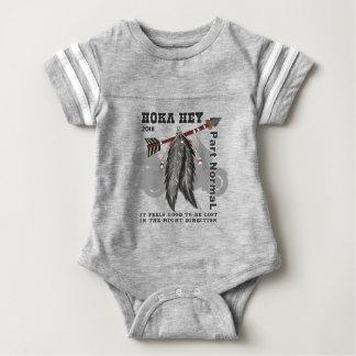 Hoka he Unterstützung! Baby Strampler
