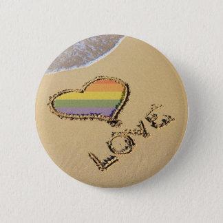 Homosexuelles Regenbogen-Liebe-Herz im Sand Runder Button 5,7 Cm
