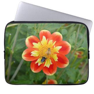 Honigbienen auf Dahlie-Blumen-Laptophülse Laptopschutzhülle