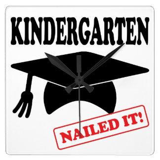 Horloge Carrée Le jardin d'enfants l'a cloué