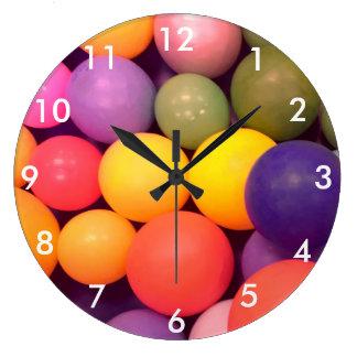 Horloge colorée de photographie de motif de mine
