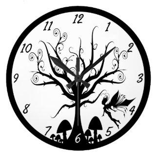 Horloge féerique éffrayante noire et blanche