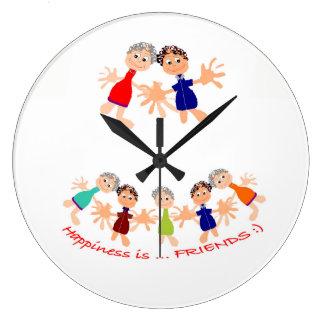 Horloge murale avec des personnages de dessin