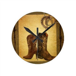 Horloge Ronde Bottes de cowboy en bois de pays occidental de