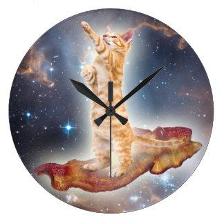 Horloge surfante de chat de lard