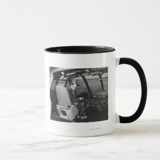 Howard Hughes im gezierte Gans-hölzernen Flugzeug Tasse