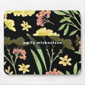 Hübsche Blumen mit fügen Namen auf Schwarzem hinzu Mousepad
