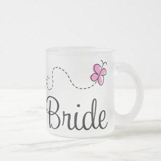 Hübsche rosa Schmetterlings-Hochzeits-Braut-Tasse Matte Glastasse
