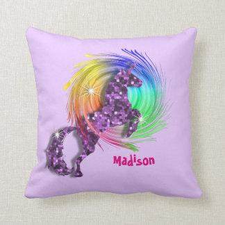 Hübscher Fantasie-RegenbogenUnicorn personalisiert Kissen