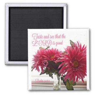 Hübscher Magnet mit rosa Gänseblümchen + Schrift