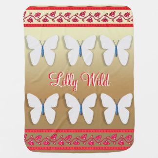 hübscher Schmetterling auf Gold und roter Puckdecke