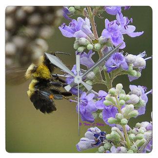 Hummel-Bienen-tugendhafte Blüten-Wand-Uhr Quadratische Wanduhr