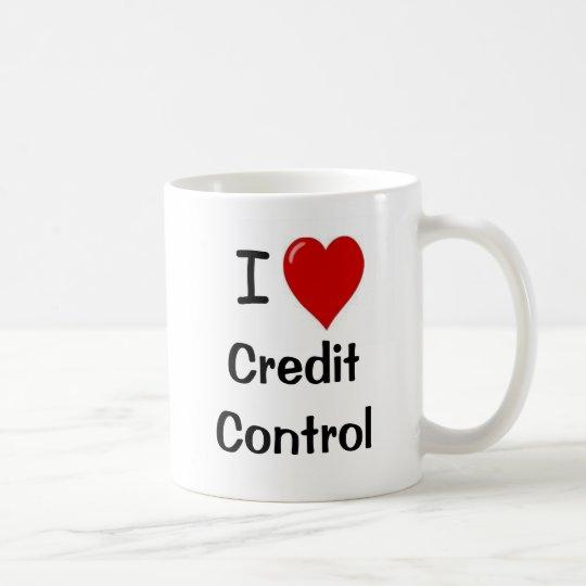 I Liebe-Kredit-Kontrolle - Dreiergruppe versah mit Tasse