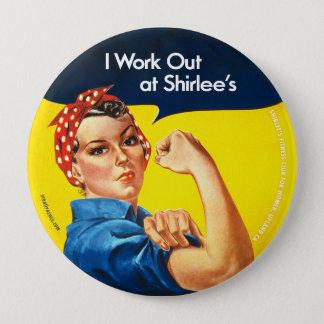 """""""Ich arbeite bei Shirlees"""" Rosie den Runder Button 10,2 Cm"""