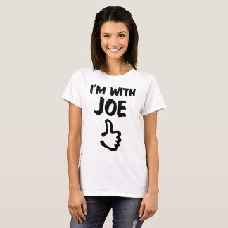 Ich bin mit dem grundlegenden T - Shirt Joe-Frau -
