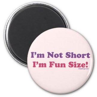 Ich bin nicht, ich bin Spaß-Größe kurz! Runder Magnet 5,1 Cm