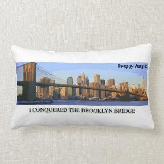 Ich eroberte den Brooklyn-Brücken-adretten Pinguin Lendenkissen