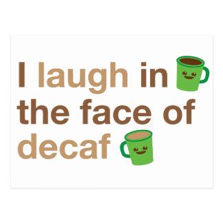 Ich lache angesichts des DECAF mit den niedlichen Postkarte