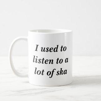 Ich pflegte, um zu vielem ska zu hören kaffeetasse