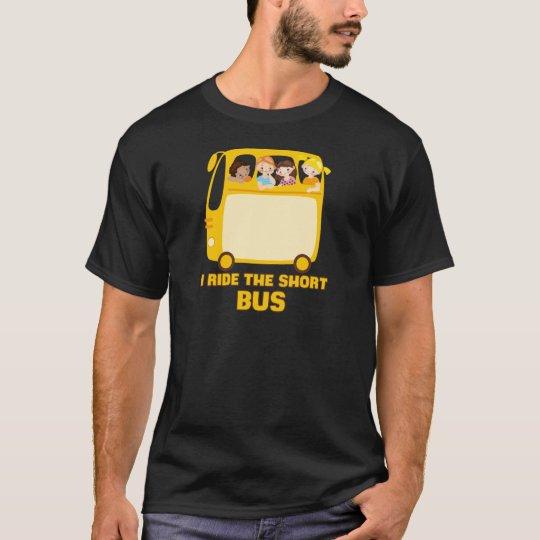 Ich reite den kurzen Bus - GELBES SCHULbus-COMIC T-Shirt