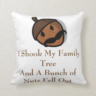 Ich rüttelte meinen Stammbaum und Nüsse fielen Kissen