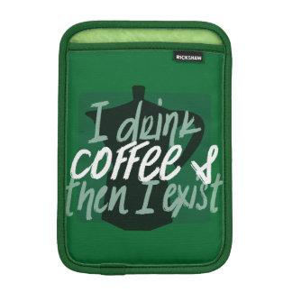 Ich trinke Kaffee, zuerst dann, das ich lustiges
