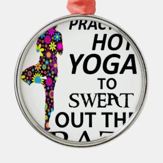 Ich übe heißes Yoga, um das verrückte heraus zu Rundes Silberfarbenes Ornament