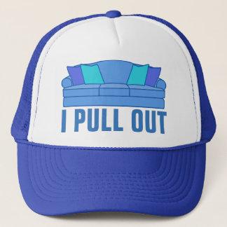 Ich ziehe Schlafcouch aus Truckerkappe