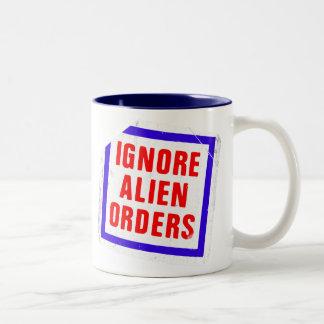Ignorieren Sie alien-Aufträge. Joe Strummers Zweifarbige Tasse