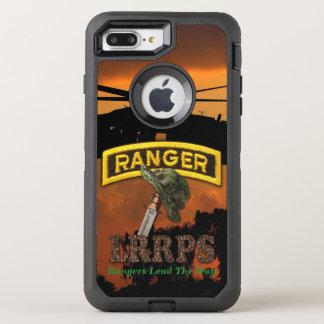 Im Flugzeug Förster-Veteranen-Tierärzte LRRP OtterBox Defender iPhone 8 Plus/7 Plus Hülle