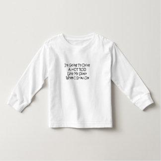 Im gehend, ein frisiertes Auto zu fahren mögen Sie Kleinkind T-shirt