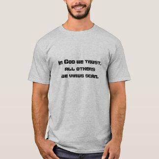 Im Gott vertrauen wir, alle andere wir Virusscan. T-Shirt