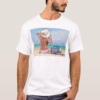 Im Strand mit Hut T-Shirt