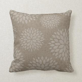 Impression florale rustique de toile de jute oreiller