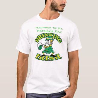 In der Mitte zu St Patrick Tag T-Shirt
