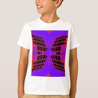 In hohem Grade sichtbarer heller orange lila T-Shirt
