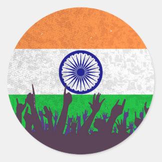 Indien-Flagge mit Publikum Runder Aufkleber