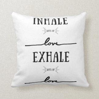 Inhalieren Sie des Loses Liebe, atmen Sie des Kissen