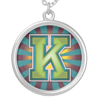 """Initiale des dekorativen Buchstabe-""""K"""" Versilberte Kette"""