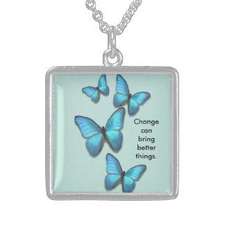 Inspirieren der flatternden Schmetterlinge des Halskette Mit Quadratischem Anhänger