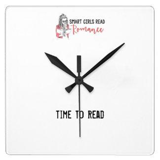 Intelligente Mädchen lasen Romance Zeit, Uhr zu