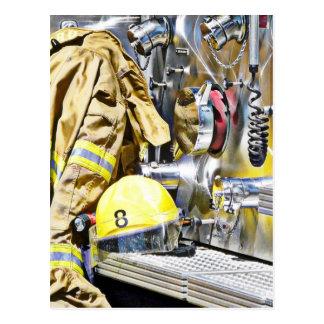 Intensiv - Feuerwehrmann-Gang und Löschfahrzeug Postkarte