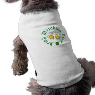 Irischer trinkender Team-Hündchen-T - Shirt